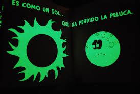 La Luna: Cuento para leer a oscuras (Primeros Lectores (1-5 Años) - Cuentos Para Leer A Oscuras) (Español) Tapa dura